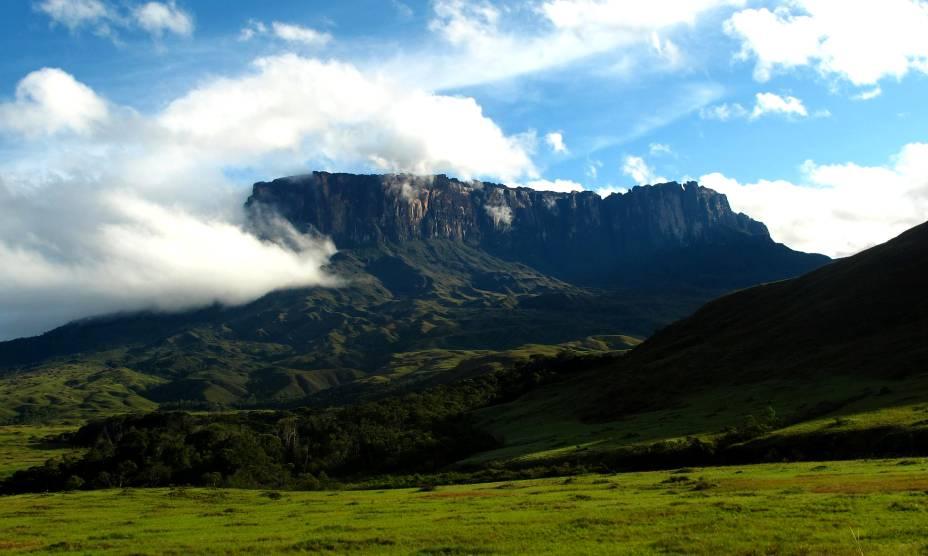 """<strong><a href=""""http://viajeaqui.abril.com.br/estabelecimentos/br-rr-boa-vista-atracao-do-monte-roraima"""" rel=""""21. Monte Roraima (RR)"""" target=""""_self"""">21. Monte Roraima (RR)</a></strong>                O turismo de aventura é forte por aqui, com lugares propensos ao trekking"""