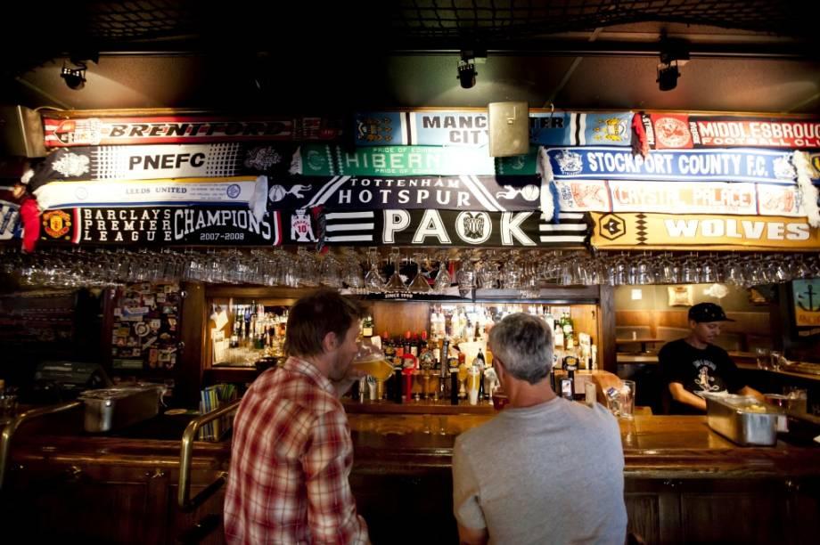 A cena noturna e os bares de Calgary são cheios de atmosfera