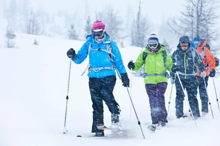 O Parque Nacional de Banff possui diversas atividades, como as trilhas de esqui