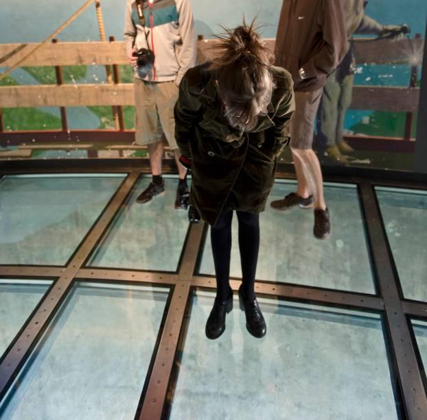 Chão de vidro no CN Tower