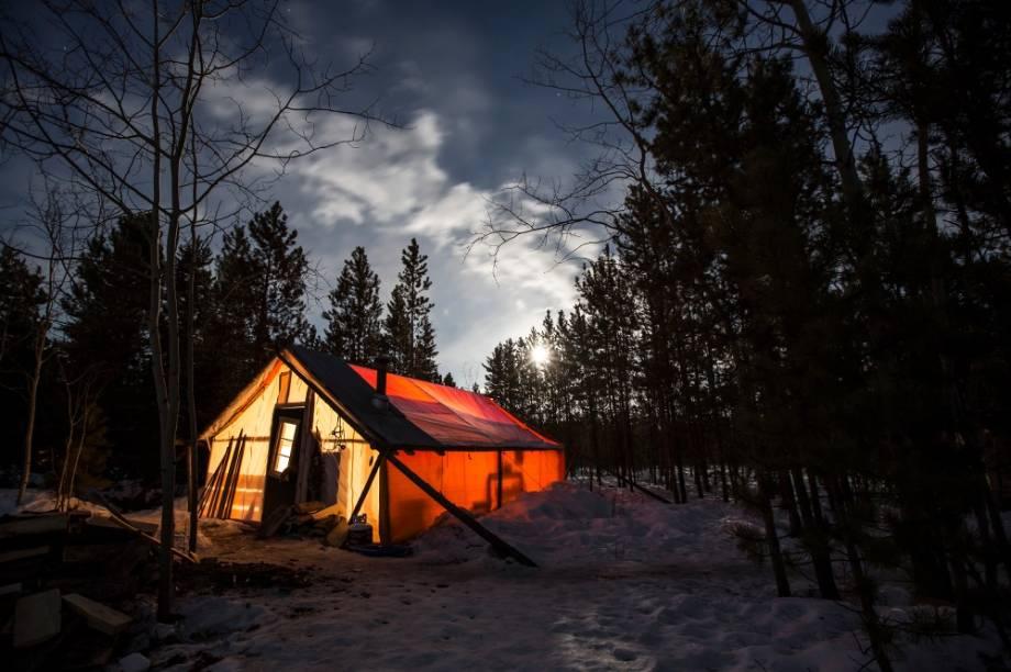 Acampamento de inverno em Whitehorse, Yukon