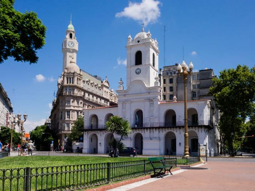"""<strong>7. <a href=""""http://cabildonacional.cultura.gob.ar"""" rel=""""Cabildo de Buenos Aires"""" target=""""_blank"""">Cabildo de Buenos Aires</a> </strong>(45 metros)     Abriga o Museo Histórico Nacional del Cabildo y de la Revolución de Mayo, que expõe peças da época colonial.<em>Calle Bolívar, 65</em>"""