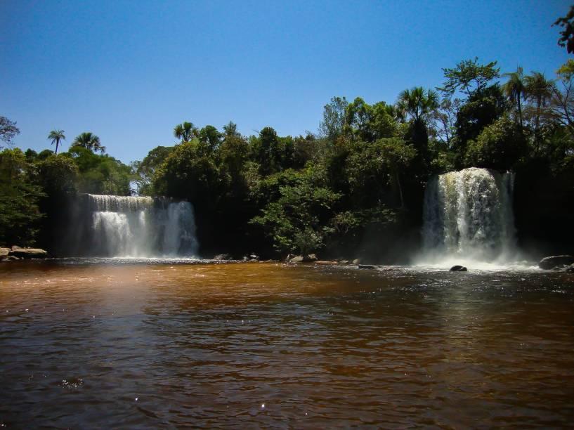 """<a href=""""http://viajeaqui.abril.com.br/estabelecimentos/br-ma-carolina-atracao-chapada-das-mesas"""" rel=""""Chapada das Mesas"""" target=""""_blank""""><strong>Chapada das Mesas</strong></a>    Cachoeiras Gêmeas no Riachão, próximo ao Parque Nacional Chapada das Mesas"""