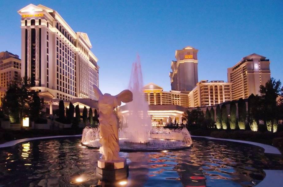 Céline Dionjá se apresentouno Caesar Palace; todo ano, o hotel convida um cantor ilustre para a sua última noite do ano.