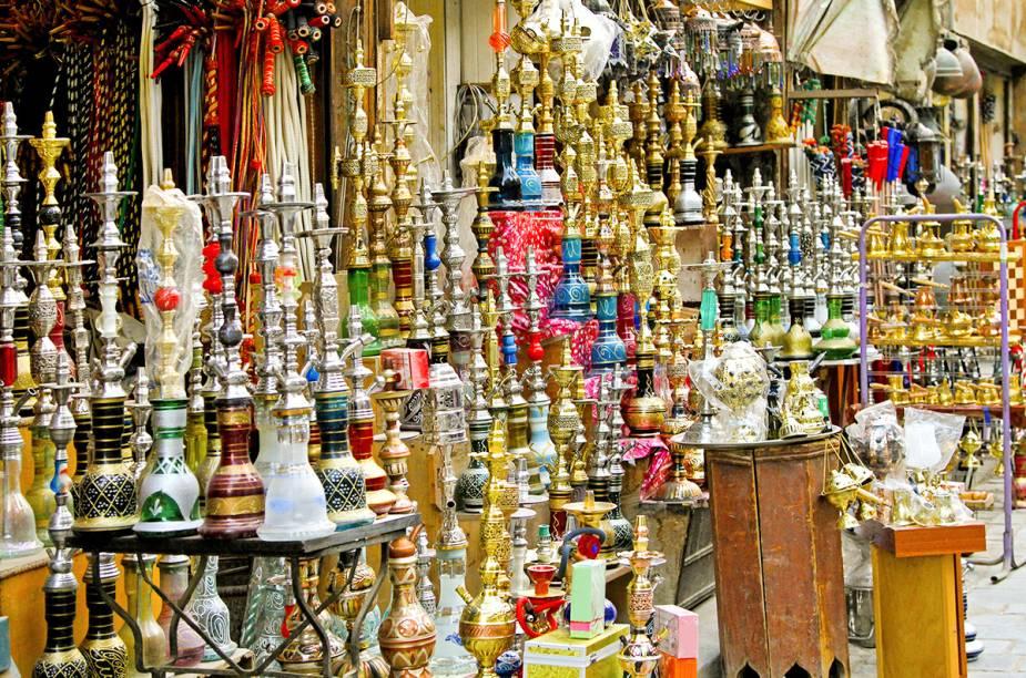 """<a href=""""http://viajeaqui.abril.com.br/cidades/egito-cairo"""" rel=""""CAIRO"""" target=""""_blank""""><strong>CAIRO</strong></a>O ar, entretanto, continua pesado no <a href=""""http://viajeaqui.abril.com.br/cidades/egito-cairo"""" rel=""""Cairo"""" target=""""_blank"""">Cairo</a>: prestes a presenciar uma eleição que deve dar um novo presidente militar para o <a href=""""http://viajeaqui.abril.com.br/paises/egito"""" rel=""""Egito"""" target=""""_blank"""">Egito</a>, a metrópole continua com tanques de guerra e milhares de soldados do Exército nas ruas, principalmente na lendária praça Tahrir, palco das revoltas durante a Primavera Árabe."""