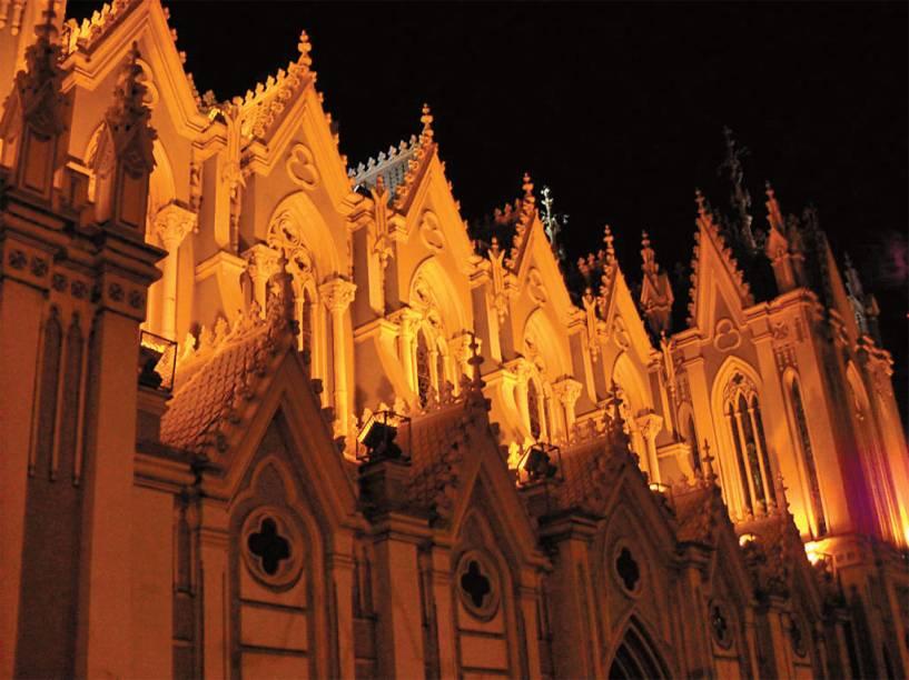 Muita gente visita a Iglesia La Ermita, em <strong>Cali</strong>,em busca de milagres. Os fiéis acreditam ser poderosa a escultura El Señor de la Caña, única que restou depois de um terremoto em 1787