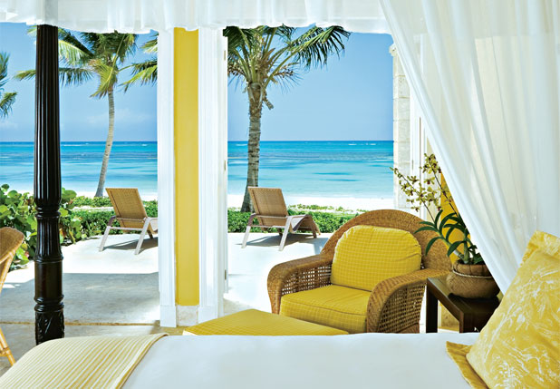 Cama com dossel e vista para o Caribe no Tortuga Bay Punta Cana Resort