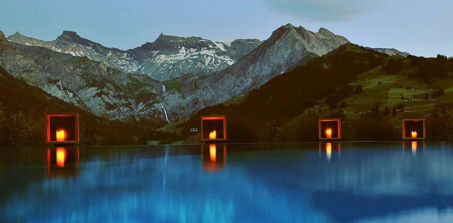 """Hospedar-se nos Alpes Suíços, por si só, já é uma experiência ideal para casais apaixonados. A vista da região oferecida a partir da piscina tira o fôlego de qualquer turista. O café da manhã também é um ponto forte <em><a href=""""http://www.booking.com/hotel/ch/solis-cambrian-spa.pt-br.html?aid=332455&label=viagemabril-as-piscinas-mais-incriveis-do-mundo"""" target=""""_blank"""">Veja os preços do Cambrian Hotel no Booking.com</a></em>"""