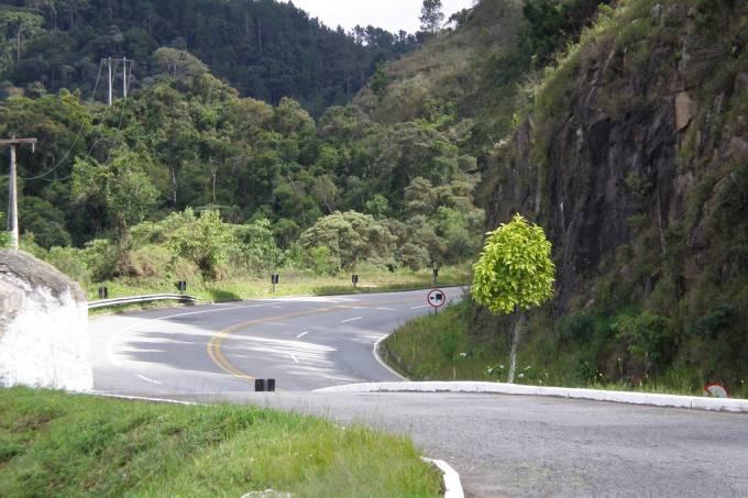 Rodovia Floriano Rodrigues Pinheiro, estrada para Campos do Jordão, na Serra da Mantiqueira, São Paulo