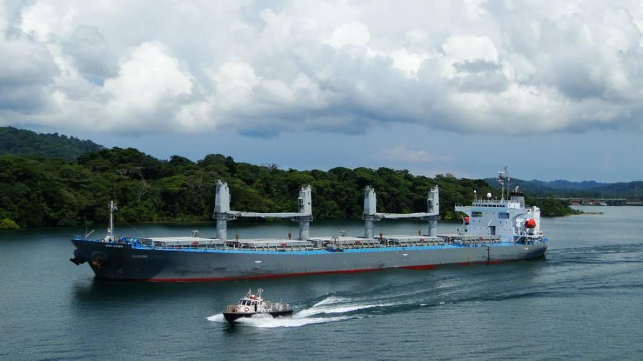 O Canal do Panamá continua sendo uma das principais vias mercantis do planeta, com uma passagem incessante de cargas e produtos