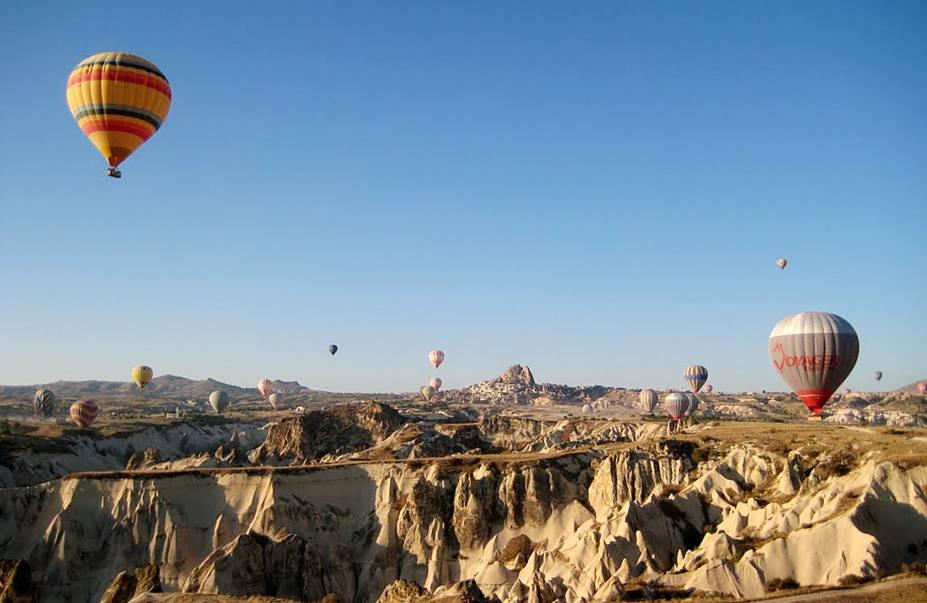 Balões sobrevoando a Capadócia