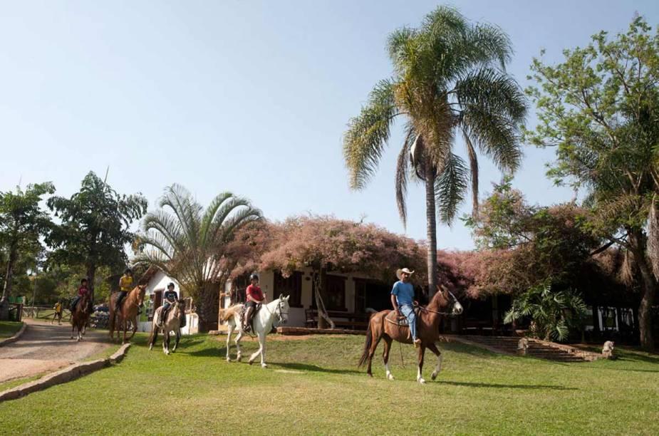 Cavalgadas estão entre as atividades oferecidas pelo hotel-fazenda. A mais famosa, a Cavalgada da Queima do Alho, ocorre todo mês de setembro e recria as viagens realizadas por tropeiros pelo interior do país