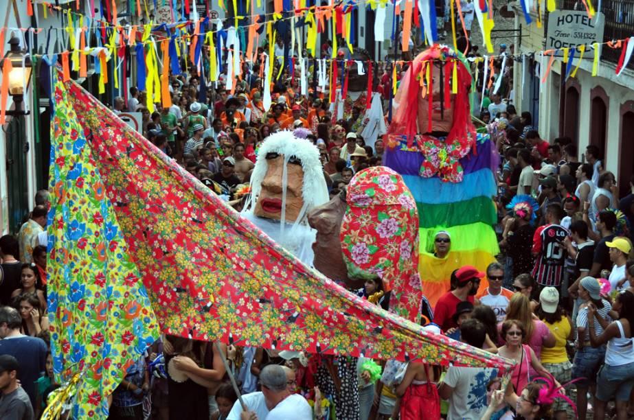 Durante o Carnaval, as ladeiras de paralelepípedos da cidade ficam agitadas com blocos como Zé Pereira Clube dos Lacaios, o primeiro da cidade, cujas principais alegorias são bonecos com mais de dois metros de altura.