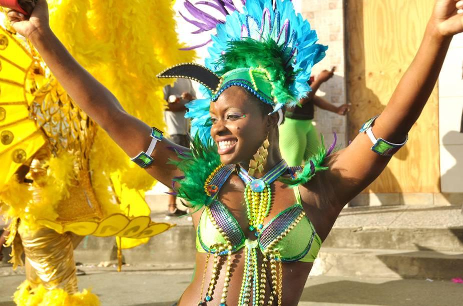 O Carnaval de Trinidad e Tobago lembra o brasileiro, muitas cores e sensualidade. Com exceção do som, a música carnavalesca deles é o Calypso, música típica caribenha.