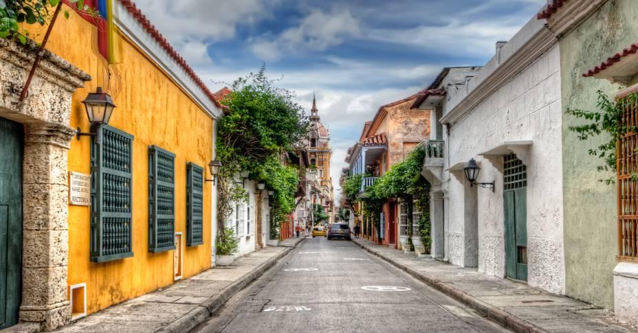 """<strong><a href=""""http://viajeaqui.abril.com.br/cidades/colombia-cartagena"""" rel=""""Cartagena das Índias"""" target=""""_self"""">Cartagena das Índias</a></strong>                    Cartagena, no norte do país, reúne as delícias do litoral com o charme do passado colombiano. A cidade, onde o escritor colombiano Gabriel García Márquez mantinha uma casa de veraneio, é um dos destinos mais procurados do país e atrai turistas com seu clima descontraído                    <em><a href=""""http://www.booking.com/city/co/cartagena.pt-br.html?aid=332455&label=viagemabril-cenarios-da-colombia"""" rel=""""Veja preços de hotéis em Cartagena no Booking.com"""" target=""""_blank"""">Veja preços de hotéis em Cartagena no Booking.com</a></em>"""