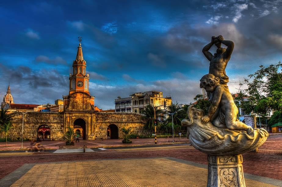 """<strong><a href=""""http://viajeaqui.abril.com.br/cidades/colombia-cartagena"""" rel=""""Cartagena das Índias"""" target=""""_self"""">Cartagena das Índias</a></strong>                    Tombada como Patrimônio Histórico da Humanidade pela Unesco, graças aos seus casarios coloniais coloridos, charmosos e bem conservados, a cidade amuralhada de <a href=""""http://viajeaqui.abril.com.br/cidades/colombia-cartagena"""" rel=""""Cartagena"""" target=""""_self"""">Cartagena</a> tem um moderno setor turístico, repleto de bons hotéis e restaurantes                    <em><a href=""""http://www.booking.com/city/co/cartagena.pt-br.html?aid=332455&label=viagemabril-cenarios-da-colombia"""" rel=""""Veja preços de hotéis em Cartagena no Booking.com"""" target=""""_blank"""">Veja preços de hotéis em Cartagena no Booking.com</a></em>"""
