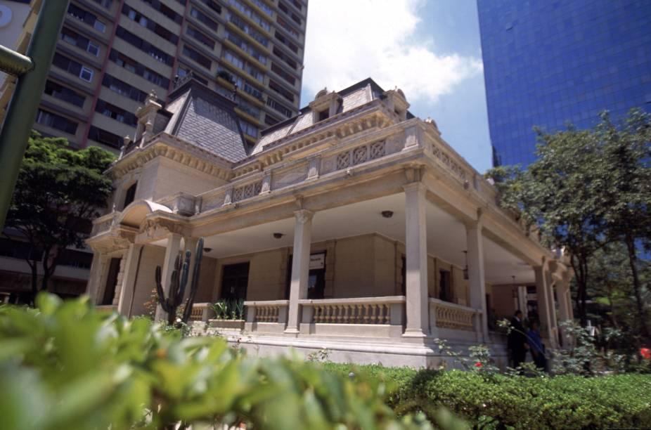 Palacete de 1935, construído pelo arquiteto Ramos de Azevedo, onde funciona o Espaço Cultural Casa das Rosas - nele, são realizados saraus de poesia e encontros literários