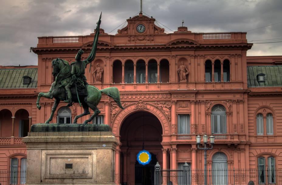 """<strong>10. <a href=""""http://casarosada.gob.ar"""" rel=""""Casa Rosada"""" target=""""_blank"""">Casa Rosada</a></strong> (132 metros)    Sede do governo argentino desde 1873, ganhou a cor – e o nome – devido à mistura de cal e sangue de boi usada para impermeabilizar as paredes.<em>Calle Balcarce, 50. Grátis</em>"""