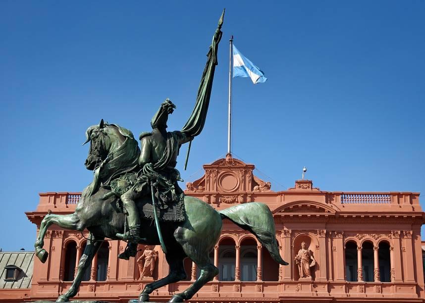 """<strong><a href=""""http://viajeaqui.abril.com.br/cidades/ar-buenos-aires"""" rel=""""Buenos Aires"""" target=""""_blank"""">Buenos Aires</a> Central</strong>            As sete noites na capital argentina, sempre uma """"comfort trip"""" para os brasileiros, são no econômico <a href=""""http://tucumanpalace.com.ar/"""" rel=""""Tucumán Palace"""" target=""""_blank"""">Tucumán Palace</a>, a seis quadras da Casa Rosada (foto), e incluem city tour.            <strong>Quando:</strong> em 27 de dezembro            <strong>Quem leva:</strong> a <a href=""""http://maggturismo.com.br/"""" rel=""""Magg"""" target=""""_blank"""">Magg</a>            <strong>Quanto:</strong> US$ 785"""