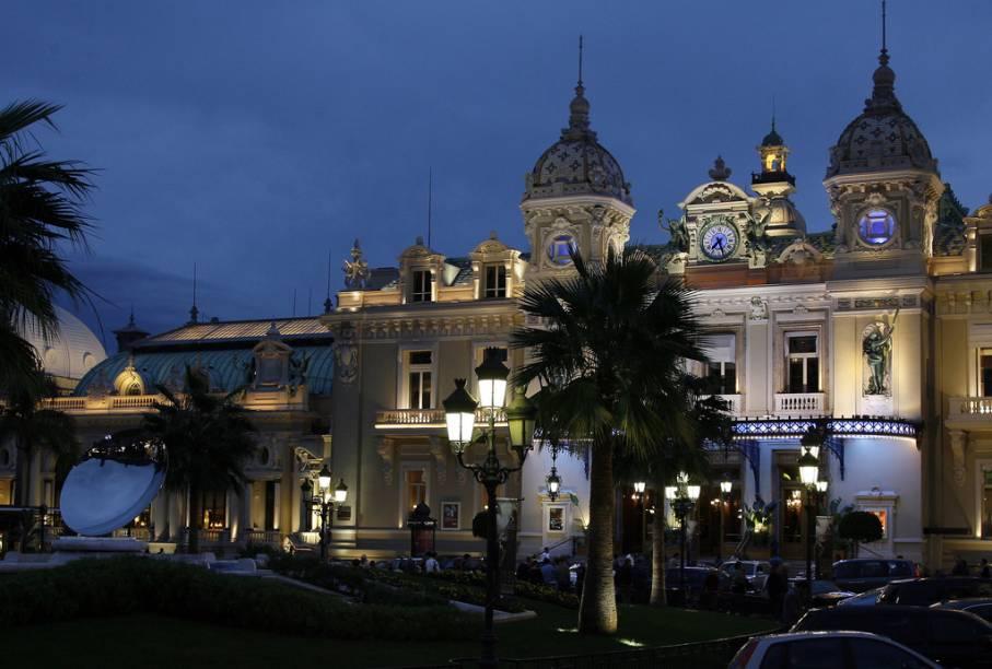 O Cassino de Monte Carlo - reduto dos ricaços (e de quem quer ser ricaço) em Mônaco