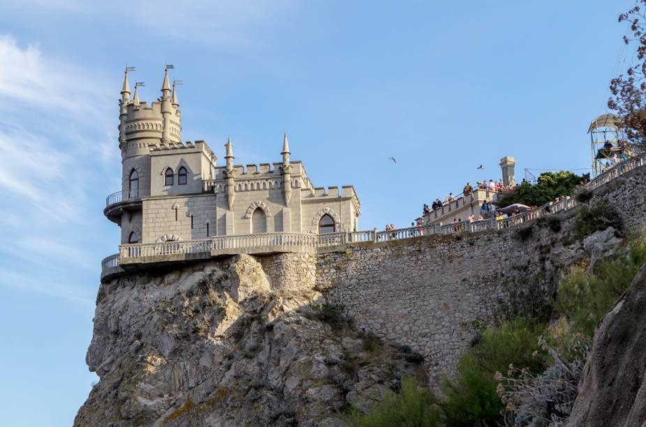 <strong>CRIMEIA</strong>Na península, é possível admirar lindas praias banhadas pelo mar Negro, castelos quase que pendurados em penhascos e uma linda e extensa cadeia de montanhas.