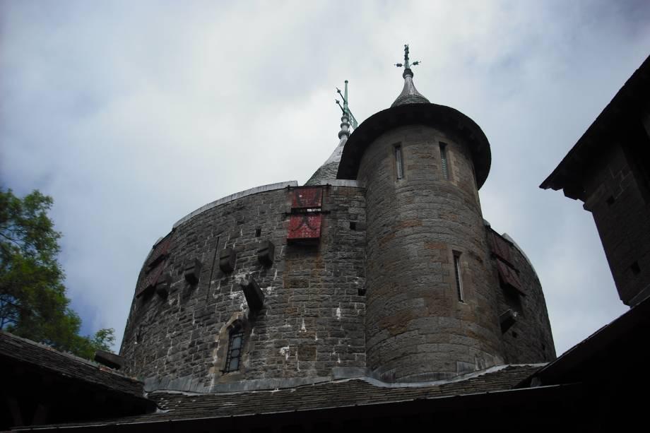 O Castelo de Coch de Cardiff foi erguido no século 17 com o objetivo de ser uma construção dedicada à Normandia. Restaurado no início do século 20, ele hoje encanta os turistas com sua beleza arquitetônica