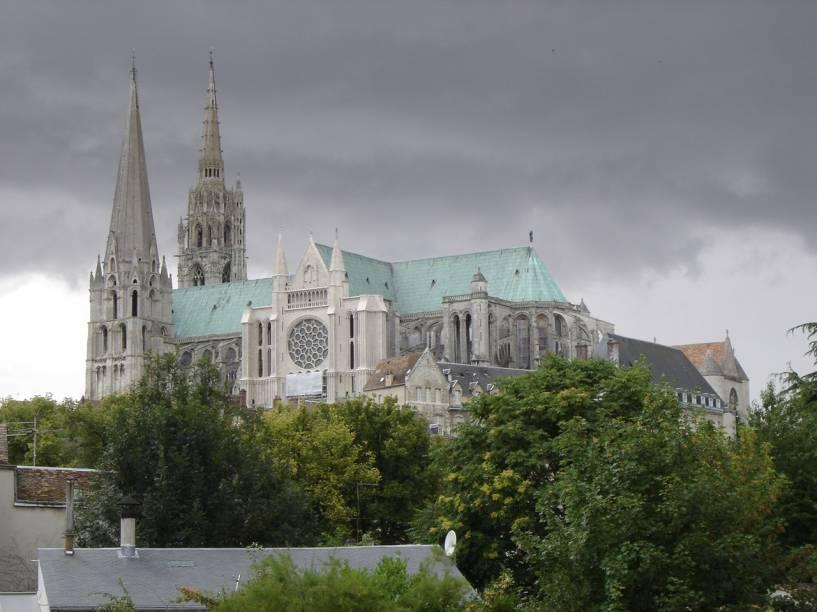 Aspecto da Catedral de Chartres, joia da escola gótica francesa