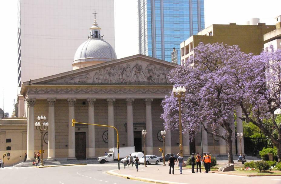<strong>8. Catedral Metropolitana </strong>(100 metros)    Foi nesta igreja que o papa Francisco celebrou missas durante mais de 20 anos.<em>Avenida Rivadavia</em>