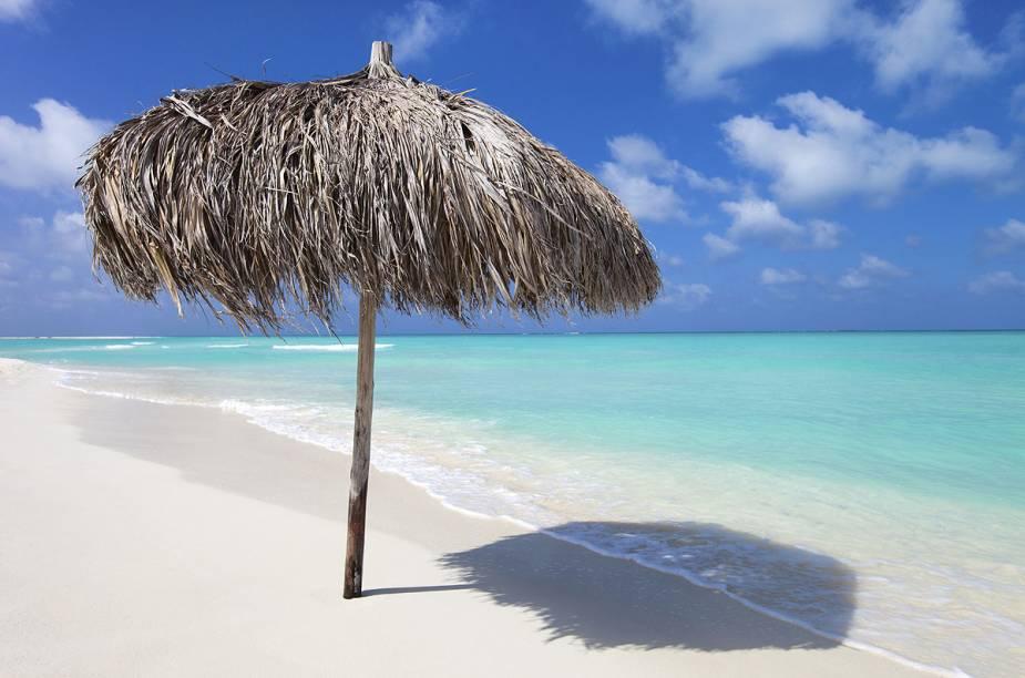 """<strong><a href=""""http://viajeaqui.abril.com.br/paises/cuba"""" rel=""""CUBA"""" target=""""_blank"""">Cuba</a> — SEIS NOITES COM CAYO LARGO</strong>            São duas noites em <a href=""""http://viajeaqui.abril.com.br/cidades/cuba-varadero"""" rel=""""Varadero"""" target=""""_blank"""">Varadero</a>, no <a href=""""http://www.melia.com/pt/hoteis/cuba/varadero/sol-palmeras-pt/index.html"""" rel=""""Sol Palmeras"""" target=""""_blank"""">Sol Palmeras</a>, duas em Cayo Largo, no <a href=""""http://www.meliacuba.com/cuba-hotels/hotel-sol-pelicano"""" rel=""""Sol Pelicano"""" target=""""_blank"""">Sol Pelicano</a>, e duas em <a href=""""http://viajeaqui.abril.com.br/cidades/cuba-havana"""" rel=""""Havana"""" target=""""_blank"""">Havana</a>, no Tryp Habana Libre. Com traslados.            <strong>Quando:</strong> até 20/4            <strong>Quem leva:</strong> <a href=""""http://www.newage.tur.br/"""" rel=""""New Age"""" target=""""_blank"""">New Age</a>            <strong>Quanto:</strong> US$ 1715"""
