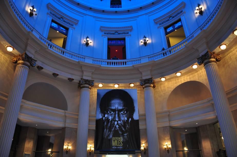 """<a href=""""http://viajeaqui.abril.com.br/estabelecimentos/br-rj-rio-de-janeiro-atracao-centro-cultural-banco-do-brasil"""" rel=""""Centro Cultural Banco do Brasil:"""" target=""""_blank""""><strong>Centro Cultural Banco do Brasil:</strong></a> ex-sede do banco,abriga exposições periódicas e tem cinema, teatro, livraria, café e restaurantes. Rua 1º de Março, 66"""