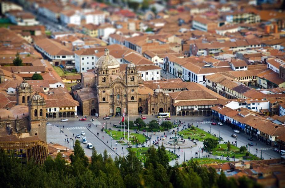 """Ruas estreitas, becos de pedra e construções antigas, muitas delas registradas como herança do Império Inca, fizeram Cusco ser listada como Patrimônio Histórico da Humanidade pela Unesco. O Centro Histórico da cidade, por outro lado, é marcado por casas e edifícios construídos no estilo colonial e barroco andino, como a <a href=""""http://viajeaqui.abril.com.br/estabelecimentos/peru-cusco-atracao-catedral-de-cusco"""" target=""""_blank"""">Iglesia de La Compañia</a>, erguida pelos jesuítas no século 16 sobre um palácio inca. É aqui que acontece o Festival Inti Raymi, uma celebração peruana aos seus antepassados que inclui apresentações de teatro, dança e barracas com comidinhas"""