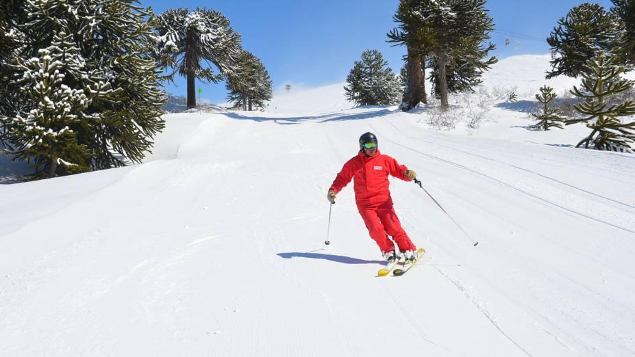 """<strong>Cerro Caviahue, <a href=""""http://viajeaqui.abril.com.br/paises/argentina"""" rel=""""Argentina"""" target=""""_blank"""">Argentina</a></strong>                As 22 pistas, acompanhadas de 13 meios de elevação, também são conhecidas por uma neve de boa qualidade. Mas a referencia da estação é outra. O snowkiting, um esporte que mistura paraquedismo com esqui, é o diferencial do Cerro Caviahue e o único na <a href=""""http://viajeaqui.abril.com.br/continentes/america-do-sul"""" rel=""""América do Sul"""" target=""""_blank"""">América do Sul</a>"""