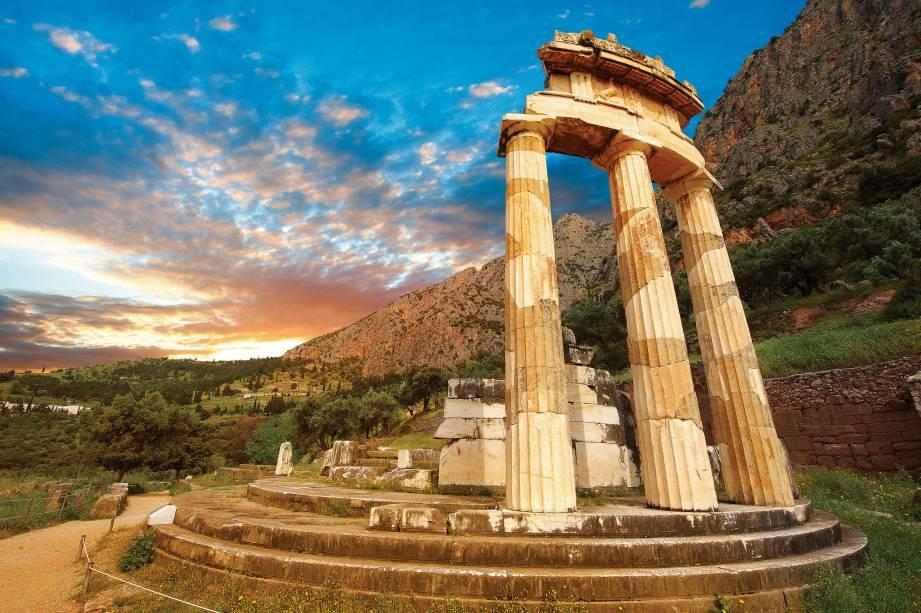 <strong>6. Delfos, Grécia</strong>Na Antiguidade, a cidade recebia uma multidão interessada nas profecias da pitonisa, que entrava em transe no Templo de Apolo. Fechado em 400 d.C., o templo é um dos sítios arqueológicos mais visitados do país. O Oráculo de Delfos previu que Édipo mataria seu pai para desposar a mãe, na tragédia Édipo Rei, de Sófocles