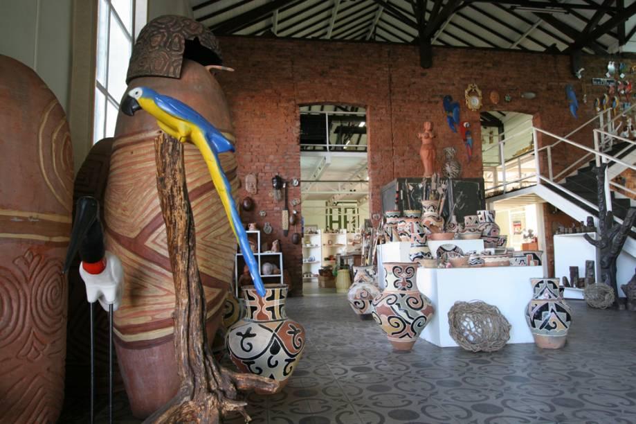 A Casa do Artesão reúne cerâmica indígena, tapeçaria, bordados e artesanato popular de quase 1,5 mil artesãos de todo o estado