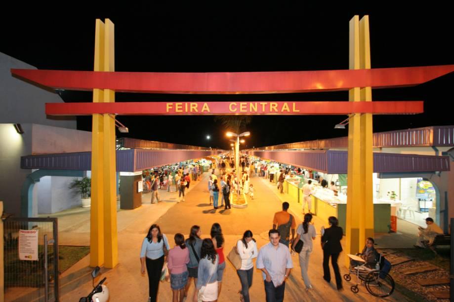 A Feira Central reúne boxes que vendem roupas, artesanatos, artigos importados, frutas e verduras