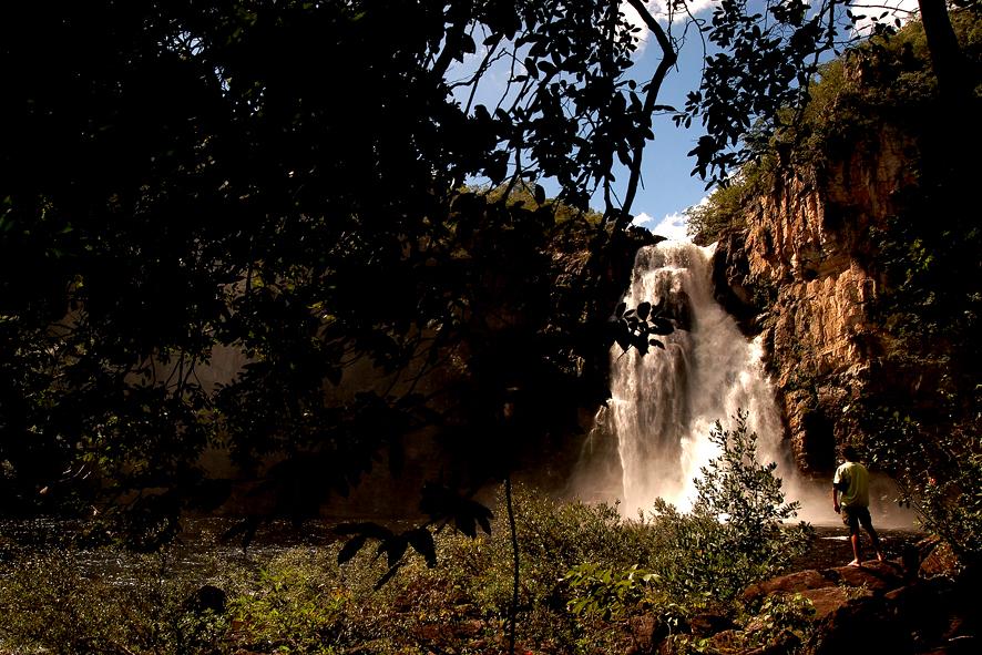 """<a href=""""http://viajeaqui.abril.com.br/cidades/br-go-chapada-dos-veadeiros"""" rel=""""Chapada dos Veadeiros"""" target=""""_blank""""><strong>Chapada dos Veadeiros</strong></a>    Cachoeiras se revelam no meio de trilhas pela mata na Chapada dos Veadeiros"""