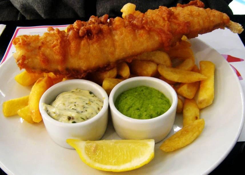 Bom e barato, o fish and chips é o prato nacional da Inglaterra e pode ser encontrado em vários restaurantes e pubs de Londres