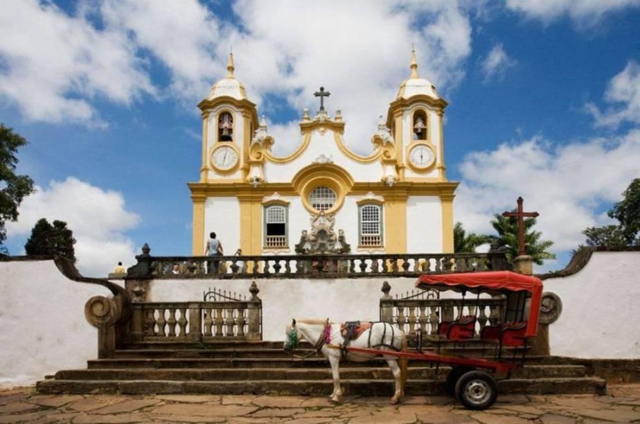 Charrete em frente à Igreja Matriz de Santo Antônio em Tiradentes, Minas Gerais