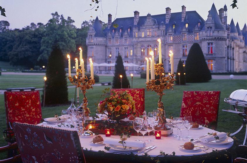 """<strong><a href=""""http://www.esclimont.com/"""">Château Désclimont</a>, <a href=""""http://viajeaqui.abril.com.br/paises/franca"""" target=""""_blank"""" rel=""""noopener"""">França</a></strong>""""Tem o glamour de um castelo e o conforto de um hotel de luxo. Os jardins podem ser cenário da cerimônia ou do coquetel. E ainda dá para fazer passeios de balão pela região.""""<strong>Endereço</strong>: 28700 Saint-Symphorien-le-château"""