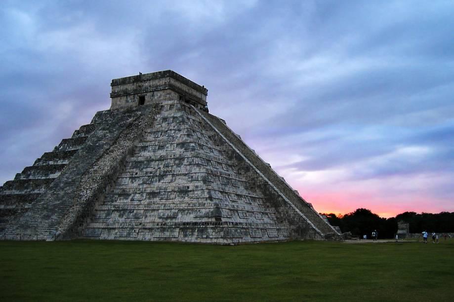 A partir de Cancún, dedique um dia completo para conhecer o complexo arqueológico de Chichen Itzá