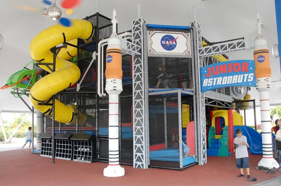 Dentro do Kennedy Space Center, há várias áreas dedicadas à diversão das crianças - que podem ficar um tanto enfastiadas com a quantidade de informações científicas