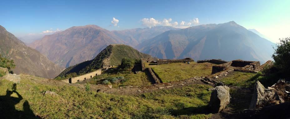 """<strong>Choquequirao – Peru</strong>Seu nome significa """"berço de ouro"""" em quechua e trata-se de uma cidade inca clássica, com setores sagrado, urbano e agrícola. Apenas 30% de sua área total foram escavados, mas uma parceria entre governo do Peru e da França promete acelerar os trabalhos – a ideia é transformar essa pequena cidade em ruínas em uma nova Machu Picchu."""