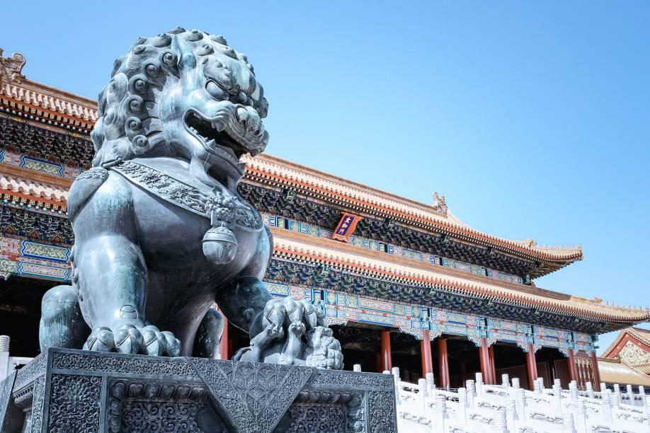 """<strong>YUNNAN E TIBETE </strong>Em hotéis luxuosos, o tour tem duas noites em <a href=""""http://viajeaqui.abril.com.br/cidades/china-pequim-beijing"""" rel=""""Pequim"""" target=""""_blank"""">Pequim</a>(foto), para então explorar os rincões do país: são cinco noites entre Dali e Lijiang, na montanhosa província de Yunnan, e seis por Shangri-la e Lhasa, no Tibete, com passeios a templos taoístas, budistas e islâmicos. Inclui voos internos.<strong>QUANDO:</strong> Até outubro<strong>QUEM LEVA:</strong> A <a href=""""http://www.terramundi.com.br/"""" rel=""""Terramundi"""" target=""""_blank"""">Terramundi</a><strong>QUANTO:</strong> US$ 10 350 (sem aéreo)"""