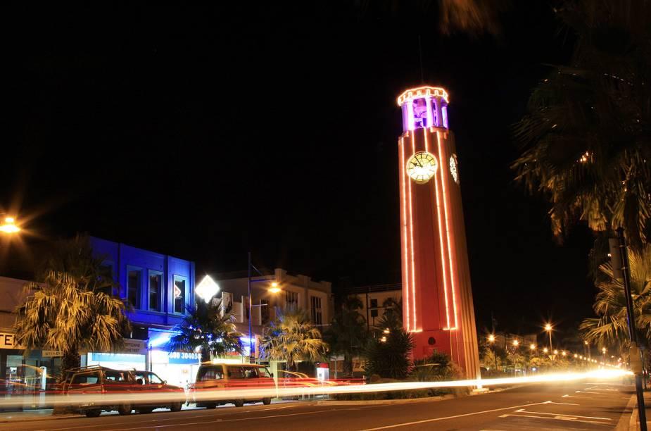O centro da cidade, iluminado à noite