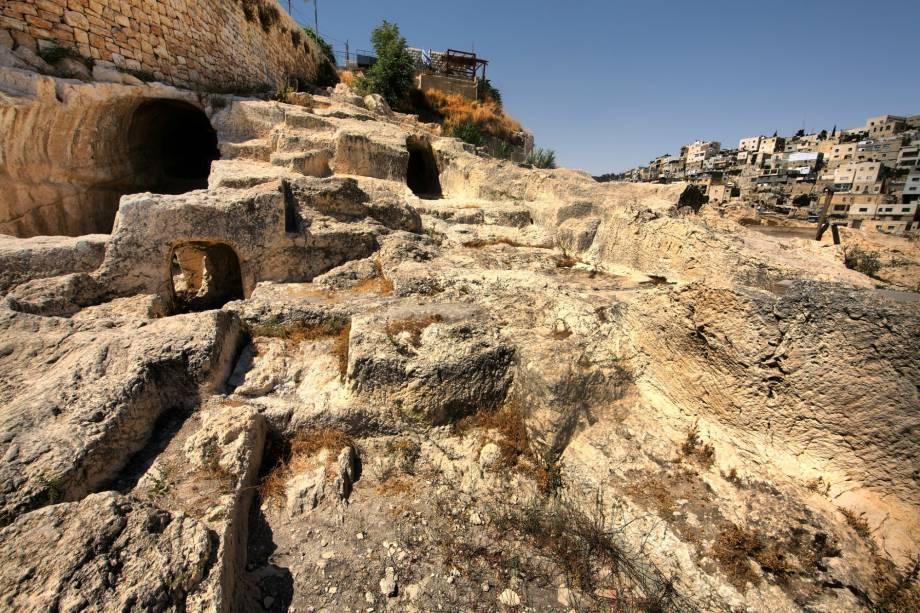 <strong>Cidade de Davi </strong>(local sagrado para o judaísmo)Ao sul do Monte do Templo, é o local mais antigo de Jerusalém, com registros de ocupação pelos jebuseus, povo cananeu, no século 20 a.C. Segundo a narrativa judaica, o rei Davi tomou-lhes a cidade por volta do ano 1000 a.C. para torná-la sua capital