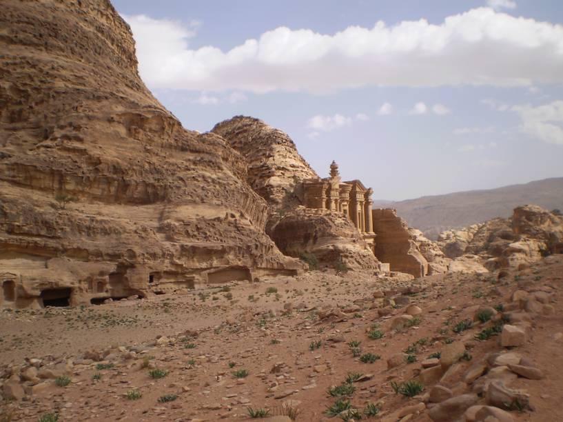 """Ruína do monasteiro, em <a href=""""http://viajeaqui.abril.com.br/cidades/jordania-petra"""" rel=""""Petra"""" target=""""_blank"""">Petra</a>, na <a href=""""http://viajeaqui.abril.com.br/paises/jordania"""" rel=""""Jordânia"""" target=""""_blank"""">Jordânia</a>"""