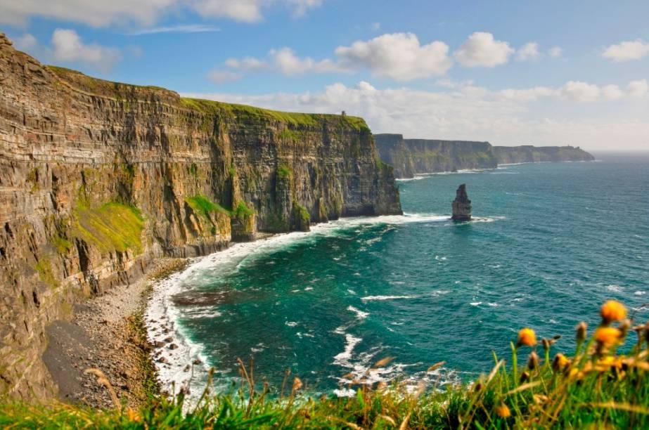 """Por ser um ponto importante para a construção de ninhos de aves marinhas na <a href=""""http://viajeaqui.abril.com.br/paises/irlanda"""" rel=""""Irlanda"""">Irlanda</a>, as Falésias de Moher fazem parte de uma área de proteção ambiental    <strong>+ <a href=""""http://viajeaqui.abril.com.br/materias/fotos-10-falesias-impressionantes-pelo-mundo"""" rel=""""10 falésias impressionantes pelo mundo"""" target=""""_blank"""">Fotos: 10 falésias impressionantes pelo mundo</a></strong>"""