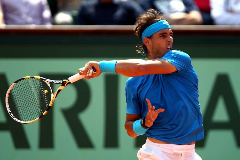"""<strong>6. Aberto de Tênis da França</strong><br />  O ano de 2011 assinalou uma mudança de hábito no mundo do tênis. Se do lado feminino tínhamos uma líder do ranking que nunca ganhou nada importante, <strong>Novak Djokovic </strong>quebrou a longa hegemonia da dupla <strong>Roger Federer </strong>e <strong>Rafael Nadal </strong>de forma avassaladora. Vencedor de três dos quatro torneios do <strong>Grand Slam</strong>, o sérvio fechou o ano com um recorde de 70 vitórias, seis derrotas e como número 1 do mundo. Para muitos especialistas, como <strong>Boris Becker</strong>, foi uma das temporadas mais brilhantes dos últimos tempos.<br />  O ano mal começou e Djokovic já conquistou o primeiro grande torneio da temporada, o <strong>Australian Open</strong>, numa final épica de quase seis horas de duração contra o espanhol. Agora, para provar que seu nome realmente está entre os grandes, todos os olhos voltam-se para <a href=""""http://viajeaqui.abril.com.br/cidades/franca-paris"""" rel=""""Paris"""" target=""""_blank""""><strong>Paris</strong></a>. Tal como Federer e <strong>Pete Sampras</strong>, o saibro é sua nêmeses. Não ajuda o fato de Nadal ser o maior tenista de todos os tempos neste piso.<br />  Muitas dúvidas pairarão sobre Paris: o espanhol finalmente derrotará o sérvio em uma final? Djokovic fechará o <strong>Career Grand Slam</strong>? Federer provará que ainda é o melhor? Todas as respostas serão dadas na terra vermelha, em junho.<br />  <strong>Atualização: </strong>não deu para Djokovic. Nadal mostrou de novo os atributos do rei do saibro.<br />  <strong>Onde: </strong>Roland Garros, Paris, <a href=""""http://viajeaqui.abril.com.br/paises/franca"""" rel=""""França"""" target=""""_blank""""><strong>França</strong></a>.<br />  <strong>Quando: </strong>27/Mai a 10/Jun.<br />  <strong>Ingressos: </strong><a href=""""http://rolandgarros.fft-tickets.com """" rel=""""rolandgarros.fft-tickets.com """" target=""""_blank"""">rolandgarros.fft-tickets.com </a>"""