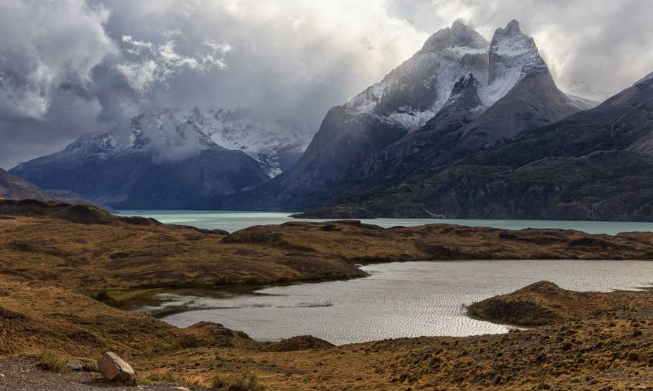 """Nuvens acima das montanhas do Parque Nacional <a href=""""http://viajeaqui.abril.com.br/cidades/chile-torres-del-paine"""" rel=""""Torres del Paine"""" target=""""_self"""">Torres del Paine</a>, no <a href=""""http://viajeaqui.abril.com.br/paises/chile"""" rel=""""Chile"""" target=""""_self"""">Chile</a>"""