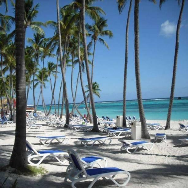 """<strong>Para brincar até de circo</strong>    <a href=""""http://www.clubmed.com.br/cm/estadia-punta-cana-republica-dominicana_p-42-l-PT-v-PCAC-ac-vh.html"""" rel=""""Club Med Punta Cana """" target=""""_blank"""">Club Med Punta Cana </a>(Praia de Punta Cana, clubmed.com.br). Um dos pioneiros na região, o resort acaba de fechar uma parceria com o Cirque du Soleil, que, a partir de junho deste ano, treinará os GOs (os monitores da rede) para dar aulas de trapézio voador, acrobacias com tecidos e saltos aos hóspedes.    553 quartos / 2 restaurantes / 3 piscinas    <a href=""""http://www.booking.com/city/do/punta-cana.pt-br.html?aid=332455&label=viagemabril-puntacana"""" rel=""""Reserve seu resort em Punta Cana pelo booking.com"""" target=""""_blank"""">Reserve seu resort em Punta Cana pelo booking.com</a>"""